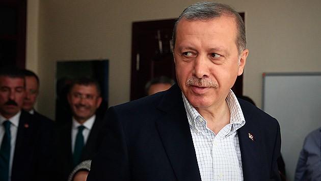 """""""Tief gekränkt"""" habe der türkische Präsident die Trauerfeier verlassen. (Bild: AP)"""