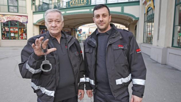 Mutige Securitas-Mitarbeiter: Johann Markl (li.) und Eduard Reiter (Bild: Martin A. Jöchl)