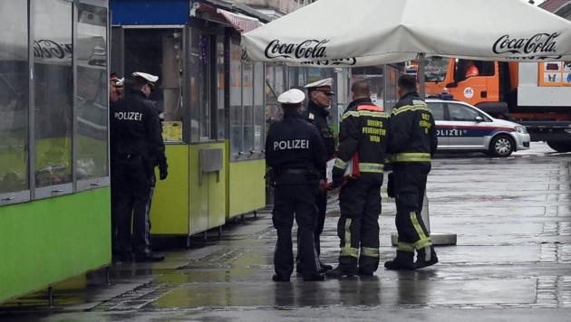 Polizisten am Tatort in Wien-Ottakring