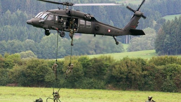 Ein Black-Hawk-Helikopter bei der Bundesheerübung (Bild: Christoph Matzl)