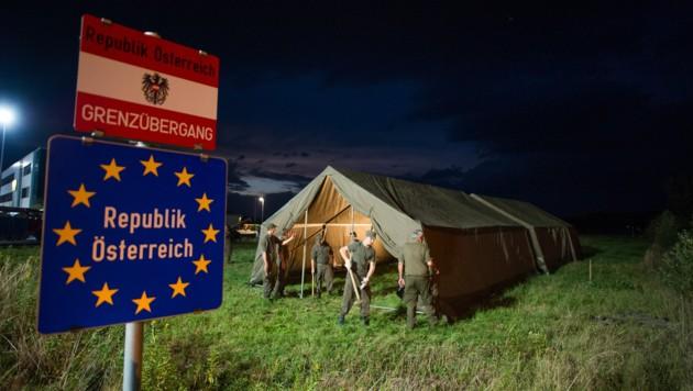 Österreichische Soldaten bei einem Einsatz an der ungarischen Grenze (Bild: APA/EXPA/MICHAEL GRUBER)