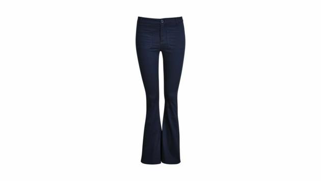 Jeans mit ausgestelltem Bein (Bild: Bik Bok)