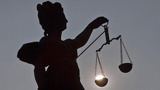 Eine Figur der Justitia (Symbolbild) (Bild: dpa/Frank Rumpenhorst)