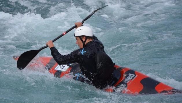 Felix Oschmautz kämpft sich im Wildwasser immer weiter an die Spitze