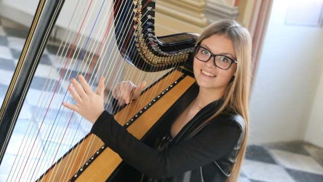 Victoria Jochum an der Harfe. (Bild: Evelyn Hronek)