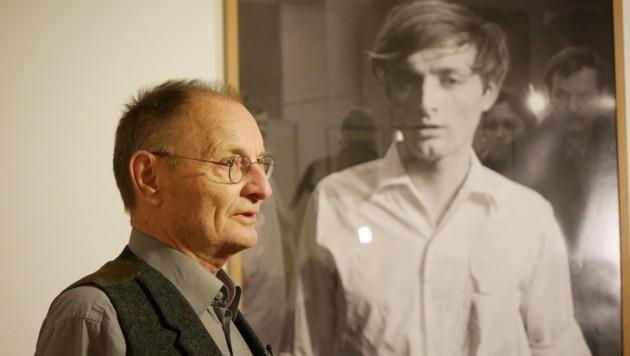 """Günter Brus bei der Eröffnung der Ausstellung """"Störungszonen"""" Im Berliner Martin Gropius-Bau"""
