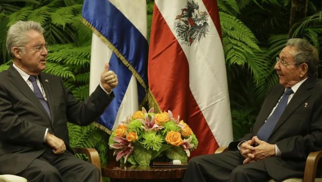 Der Präsident von Kuba, Raul Castro, und Bundespräsident Heinz Fischer (Bild: APA/BUNDESHEER/PETER LECHNER)