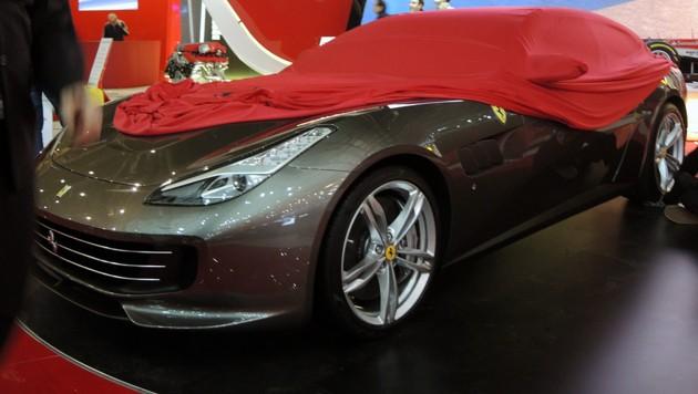 Fotografieren (noch) verboten: Der Ferrari GTC4 Lusso (Bild: Stephan Schätzl)