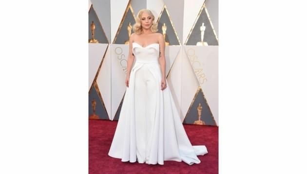 Lady Gaga in einem Hosen-Kleid von Brandon Maxwell (Bild: Jordan Strauss/Invision/AP)