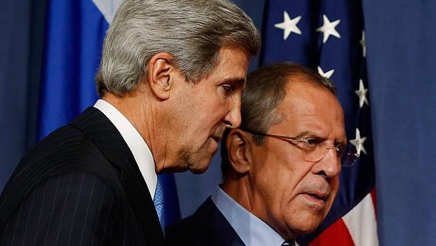 US-Außenminister John Kerry und sein russischer Amtskollege Sergej Lawrow (Bild: AP)