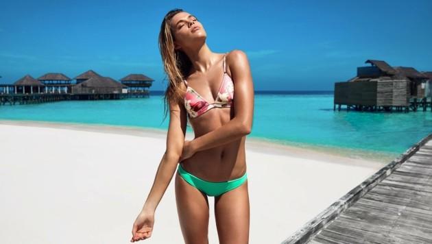 Sexy! Hailey Baldwin in der neuen Triangl-Kampagne (Bild: facebook.com/trianglofficial)
