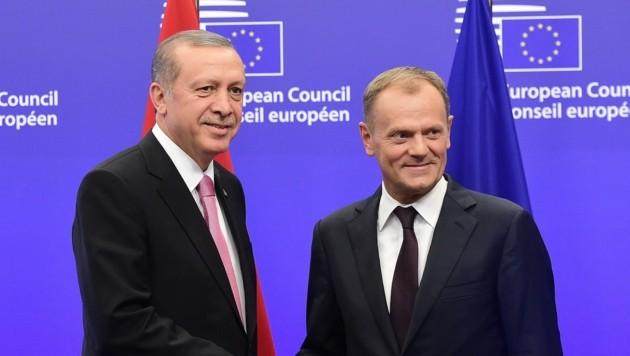 Präsident Recep Tayyip Erdogan und EU-Ratspräsident Donald Tusk (Bild: APA/AFP/EMMANUEL DUNAND)