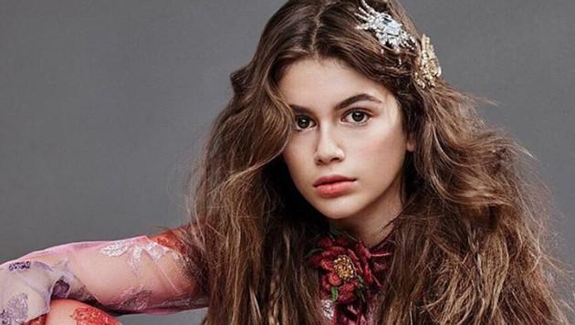 """Kaia Gerber tritt mit ihrem zweiten Shoot für die """"Teen Vogue"""" in Mama Cindy Crawfords Fußstapfen. (Bild: instagram.com/TeenVogue)"""