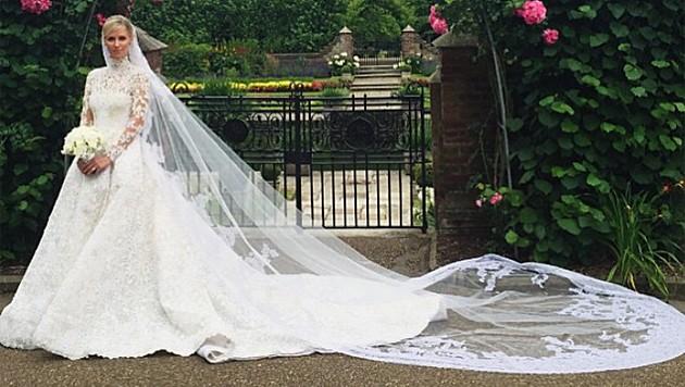 Nicky Hiltons Brautkleid ist von Valentino und kostete 70.000 Euro. (Bild: instagram.com/maisonvalentino)