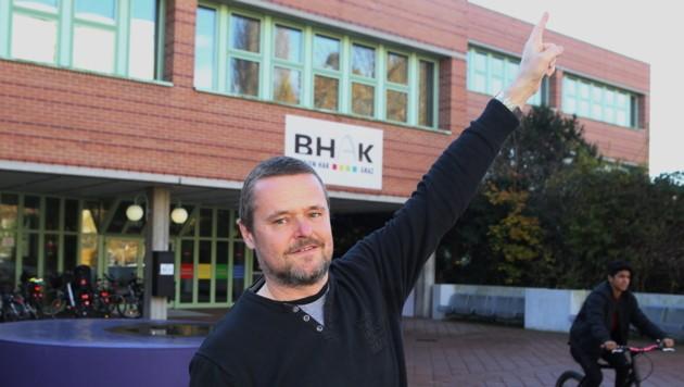 Physikprofessor Bernhard Weinberger machte den Kontakt der Schüler mit der ISS möglich. (Bild: Sepp Pail)