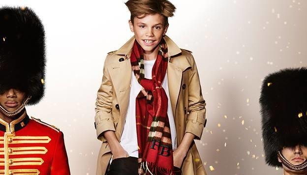 Im Weihnachtskampagnenvideo der Modemarke Burberry stellt Romeo Beckham seine guten Gene zur Schau. (Bild: Burberry)