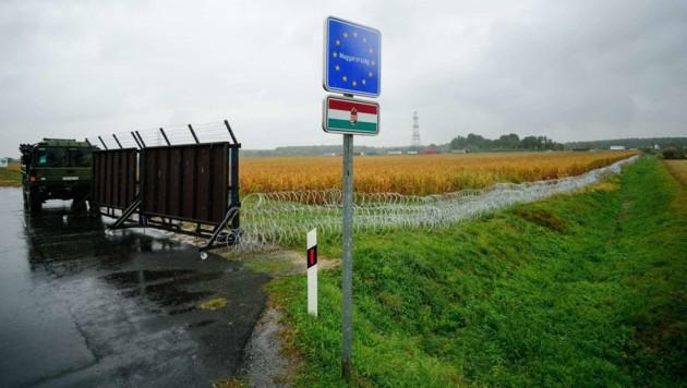 Kommen bald robustere Barrikaden als dieser mobile Drahtzaun an der slowenisch-ungarischen Grenze? (Bild: Jure Makovec/AFP)