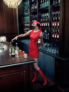 Im Oktober erkennt Eva Green den Cocktail mit verbundenen Augen. (Bild: Campari/Julia Fullerton-Batten)