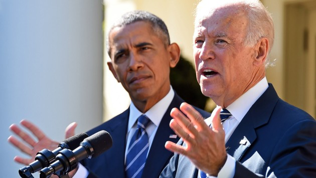 Biden (re.) und Obama (Bild: APA/AFP/JIM WATSON)