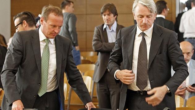 Striedinger (li.) und Kulterer vor Gericht (Bild: APA/Gert Eggenberger)