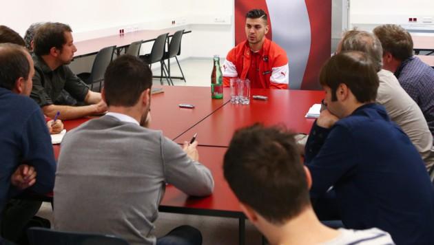 Dragovic mit einer Journalisten-Runde im Happel-Stadion (Bild: GEPA)