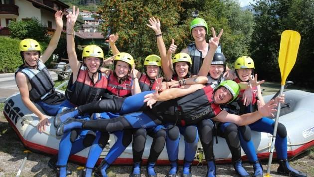 Beim Rafting stellten Lehrlinge ihren Teamgeist unter Beweis. (Bild: REWE International AG/APA-Fotoservice/Berger)