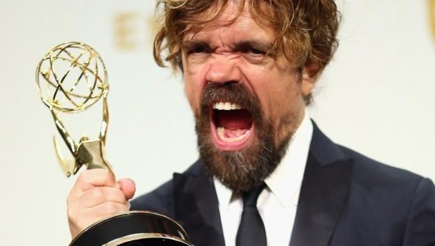 """""""Game of Thrones"""" war der große Abräumer bei den Emmy Awards. Gewinner Peter Dinklage jubelt. (Bild: AfP)"""