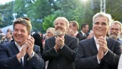 Faymann mit Bundesgeschäftsführer Schmid (Mitte), und Reinhold Entholzer (ÖO-Spitzenkandidat, li.) (Bild: APA/HERBERT NEUBAUER)