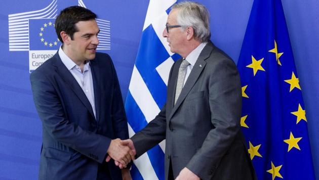 Alexis Tsipras und Jean-Claude Juncker (Bild: AP)