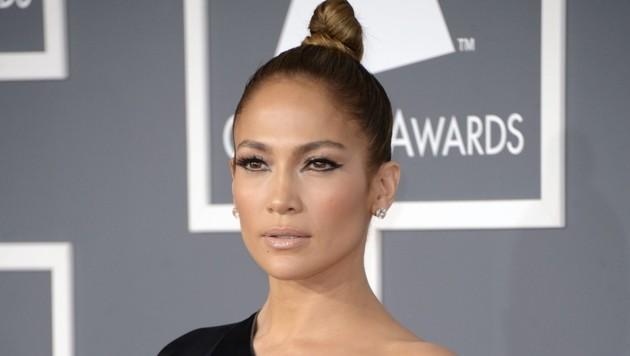 Jennifer Lopez schwört auf die verjüngende Wirkung dieser Frisur. (Bild: MIKE NELSON/EPA/picturedesk.com)