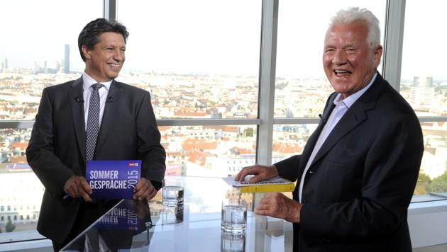 Frank Stronach und ORF-Moderator Hans Bürger vor Beginn des Gesprächs