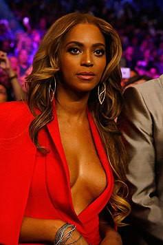 Ebenfalls keine Scheu hat Beyonce, wenn es darum geht, offenherzig ihre Brüste zu präsentieren. (Bild: AFP)