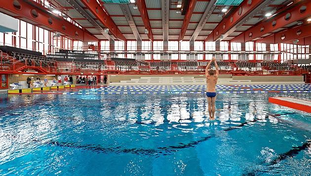 Schluss mit dem Badespaß: Das Stadthallenbad macht vorerst wieder zu (Bild: APA/HERBERT NEUBAUER)