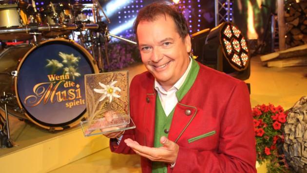 """""""Mister Musi"""" Arnulf Prasch erhielt die Auszeichnung anlässlich des 20-Jahr-Jubiläums (Bild: Kronenzeitung)"""