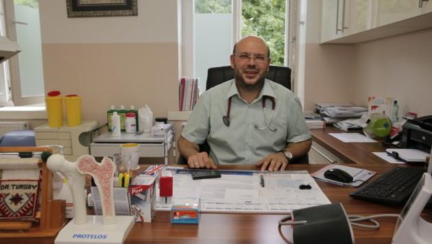 """""""Weil auch ich ein Wiener bin!"""" Der Arzt Turgay Taskiran will bei der Wahl eine Alternative sein. (Bild: Klemens Groh)"""