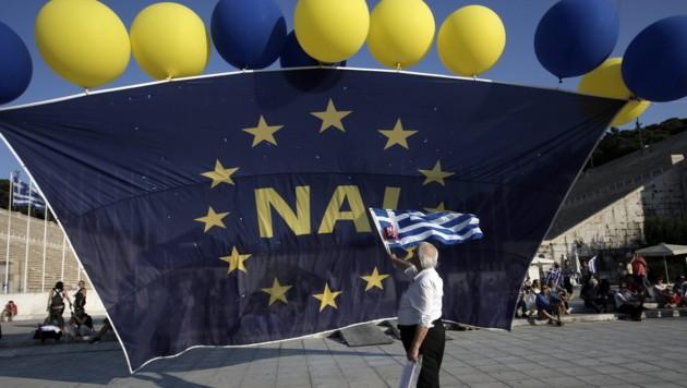 Auch für Ja wurde auf dem Syntagma-Platz geworben. (Bild: APA/EPA/YANNIS KOLESIDIS)