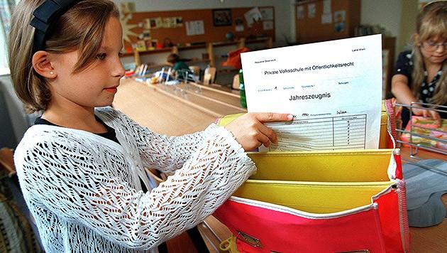 Erst am 10. Juli endet in OÖ das Schulsemester (Bild: APA/ROLANG SCHLAGER)