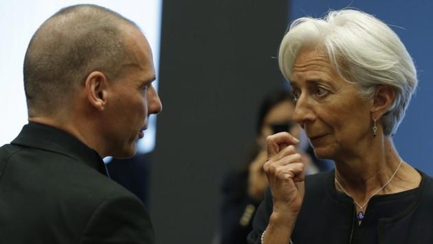 Finanzminister Varoufakis hat keine guten Nachrichten für IWF-Chefin Lagarde: Es wird nicht gezahlt. (Bild: APA/EPA/JULIEN WARNAND)