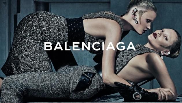 Lara Stone und Kate Moss haben sich für Balenciaga in verführerischen Posen ablichten lassen. (Bild: Balenciaga)