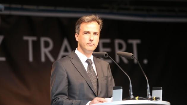 Sichtlich bewegt hielt Bürgermeister Siegfried Nagl eine Trauerrede (Bild: Sepp Pail)