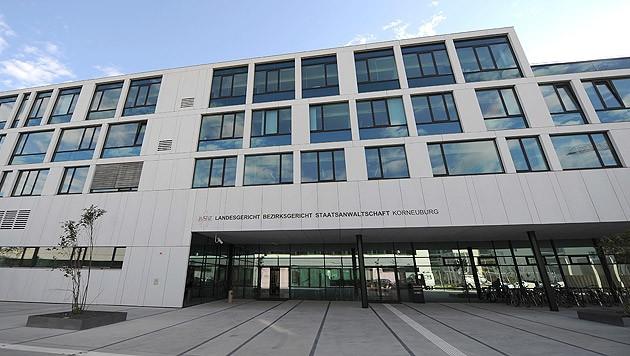 Das Landesgericht in Korneuburg (Bild: APA/HELMUT FOHRINGER)