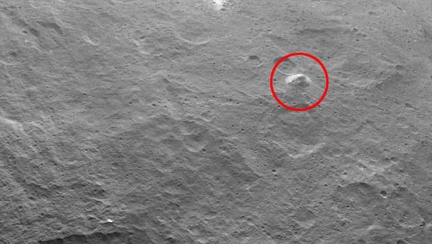Der pyramidenförmiger Berg auf Ceres,... (Bild: NASA/JPL-Caltech/UCLA/MPS/DLR/IDA)