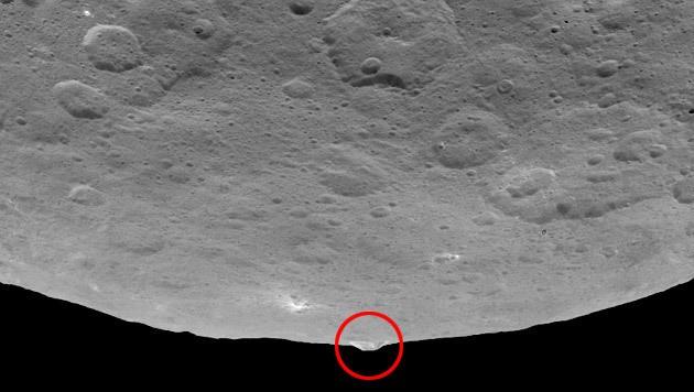 ... fotografiert aus 4.400 Kilometer Entfernung. (Bild: NASA/JPL-Caltech/UCLA/MPS/DLR/IDA)