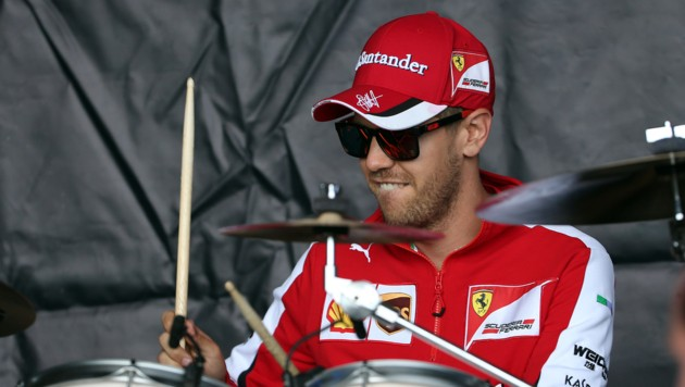 Sebastian Vettel am Schlagzeug (Bild: GEPA)