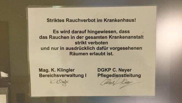 In einem der großen OP-Bereiche der Klinik Innsbruck gibt es einen Raucherraum für Mitarbeiter. (Bild: Christof Birbaumer)