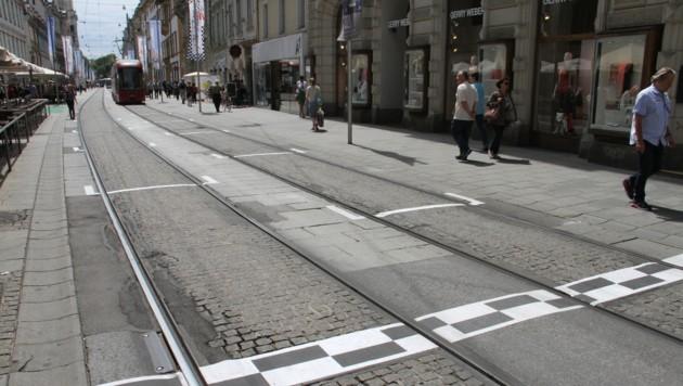 In der Grazer Herrengasse begeben sich die Bims zur Startaufstellung. (Bild: KRONEN ZEITUNG)