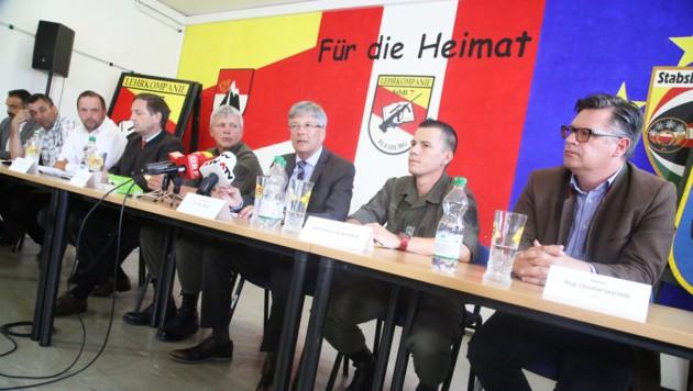 Kärntens Politikspitze und Bleiburg spricht sich gegen die Unterbringung in der Kaserne aus (Bild: Kronenzeitung)