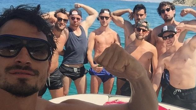 Männersache: Mats Hummels posiert mit seinen Kumpels. (Bild: Instagram)