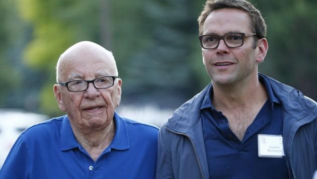 Rupert Murdoch und sein Sohn James (Bild: APA/EPA/ANDREW GOMBERT)