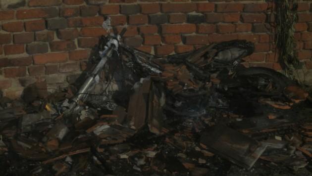 Das völlig niedergebrannte Moped (Bild: Freiwillige Feuerwehr Fürstenfeld)